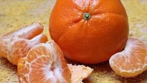 Læger advarer – begå ikke denne almindelige fejl, når i skræller mandariner.