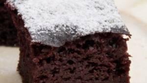 En enkel chokoladekage på basis af kefir, en kage som altid bliver vellykket! De