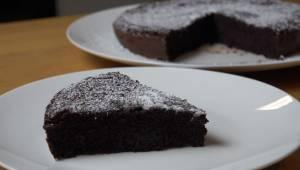 Lækker chokoladekage uden mel og smør – du skal kun bruge to enkle ingredienser,