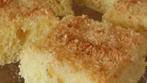 Hvis du har kærnemælk og kokosflager, så skal du overveje at lave denne kage! De