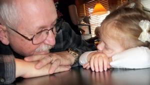 Lige før sin død skrev en bedstefar et brev til sine børnebørn. Alle bør gøre br