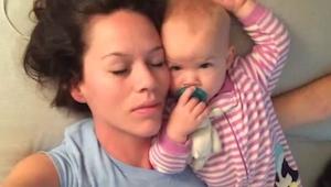 Mor ville tage en lur ved siden af sin lille datter, og hvad der så skete var sm