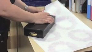 Denne metode til at pakke gaver ind vil forandre din jul!