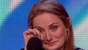 Den ældste søn bad sin mor om at vise hendes talent på et tv show. Resultatet? F