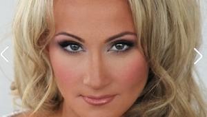 Når du ser hvordan denne kvinde ser ud uden makeup, får du et alvorligt chok