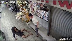 Han smed den hjemløse væk fra krogen ved hans butik. Det der skete næste dag, ga