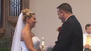 Bruden blev ved med at grine i 2 minutter, da jeg så, hvorfor, trillede jeg om a