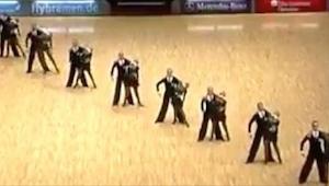Danserne stillede sig op på række, og da de delte sig op... Indtrykket fratog mi
