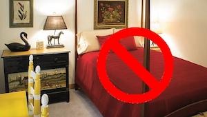 Har du rødt eller sort sengetøj? Skaf dig af med det omgående! Det er skrækkelig