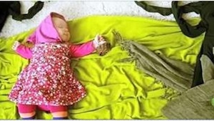 Når hendes lille datter falder i søvn får hun fat i fotografiapparatet... I må a