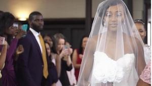 Bruden gik op langs alteret, men der var ingen som havde forventet denne reaktio