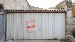 Indeni ser denne garage ud som en luksuslejlighed! Her bor en mand, som ikke hav
