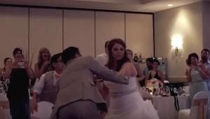 De var i gang med at danse den første dans, da brudgommen pludselig bad hende om