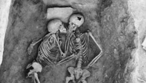 De to blev begravet levende sammen. Efter 2.800 år har forskerne opdaget noget