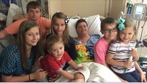 Da hun døde, blev hendes 6 børn alene, men de vidste ikke, at hun allerede 20 år