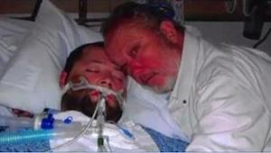 Da lægen ønsker at afbryde det apparatur, som holder hans søn i live, trækker ha