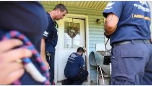 Da de åbnede døren til et forladt hus, var de ikke forberedt på SÅDAN et syn ...