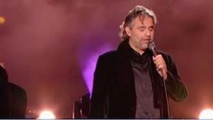 Jeg vidste ikke, at Bocelli synger SÅDAN NOGLE sange! Det passer eller ikke lige