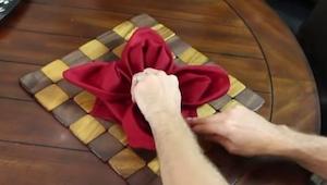 9 geniale metoder til at folde servietten. Sådan henrykker du dine gæster!