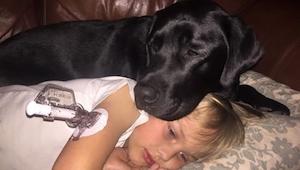 Hunden vækkede hende midt om natten. Takket være ham, var hun I stand til at red