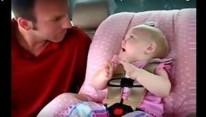 Datteren ville absolut fortælle ham noget, men da hun begyndte at snakke kunne h