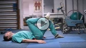 En russisk kirurg viser hvordan man kan undgå problemer med ryggen, med bare et