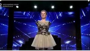 Alle troede at pigen uden hænder var kommet for at synge, men hun ikke bare sang