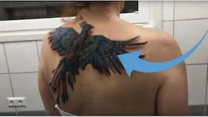 Det ligner en almindelig tatovering, men vent bare til hun begynder at bevæge si