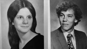 I 1977 var de på en date sammen, men han ringede ikke mere. I 2010 opdagede hun,