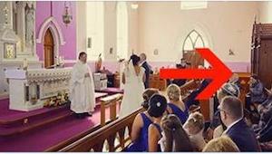 Da tiden kom til at gå ind i kirken var der forvirring. Da bruden indså hvad der
