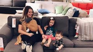 Hun tog i Ikea med ungerne. Da en midaldrende, velklædt herre kom hen til dem vi