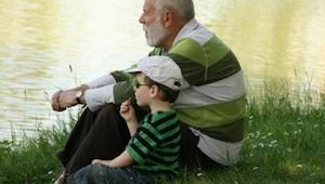 Børn som vokser op med deres bedsteforældre er gladere! Læs hvorfor.
