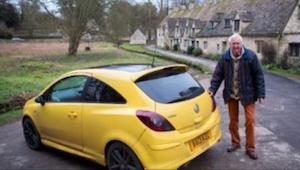 Med en lille detalje fik alle landsbyboerne set sig sure på den 84-åriges bil. H