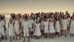 Dette barnekor synger en sang fra den populære sangerinde Rihanna - Vi kan simpe
