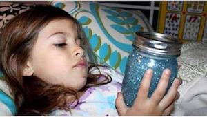 Ethvert barn bør have et glas fyldt med glitterstads på sit værelse. I gætter ik