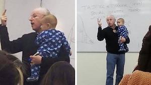 Kvinden tog sit lille barn med til undervisningen; underviserens reaktion på bab