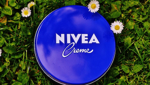 Der er mange mennesker som hver dag smører Nivea-creme på munden, uden at kende