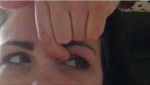 Lægen anbefalede hende at hver dag lave et par enkle øvelser for øjnene. Det vir