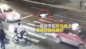 Efter ulykken kunne de forbipasserende se, hvordan hun bliver kørt over af de ef