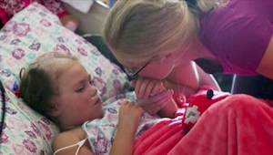 Forældrene tager afsked med deres døende datter. Så siger hun 5 ord til dem, som