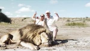 De dræbte en løve, og med et stort smil poserede de til et erindringsbillede. De