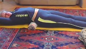 Denne 5 minutters øvelse vil gøre at ryg smerterne forsvinder og din talje vil v