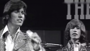 Dette hit fra 1967 kommer vist aldrig til at kede os ... Værket af Bee Gees er b