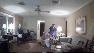 Hemmelige optagelser viser, hvordan en professionel hjælper tager sig af en 94-å