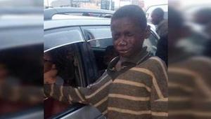 Han gik op til bilen for at tigge om penge, men da fik øje på føreren kiggede ha