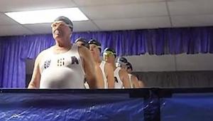 Senior hold af synkroniserede svømmere - denne video vil få dig til at græde af