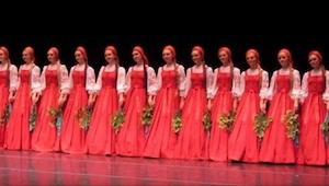 De russiske danserinder gik ind på scenen; da de gik i gang med deres optræden,