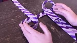 Jeg viste dette enkle trick til min mand, og siden da kan han selv binde slipset