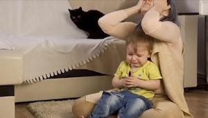 Hvorfor opfører nogle børn sig dårligt, når de er sammen med deres mor? Vi giver