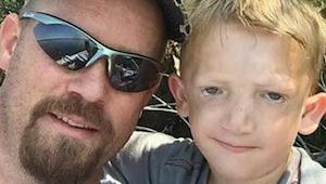 Faren appellerer til andre forældre om hjælp, efter at nogle børn har smidt sten